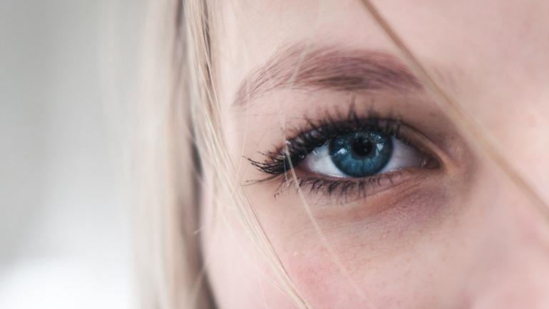Entretien de vos sourcils, oreilles, nez-, lèvres